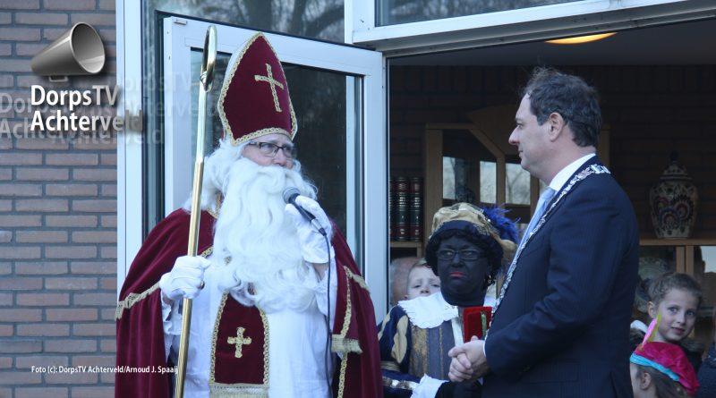 Sinterklaas en burgemeester Bouwmeester